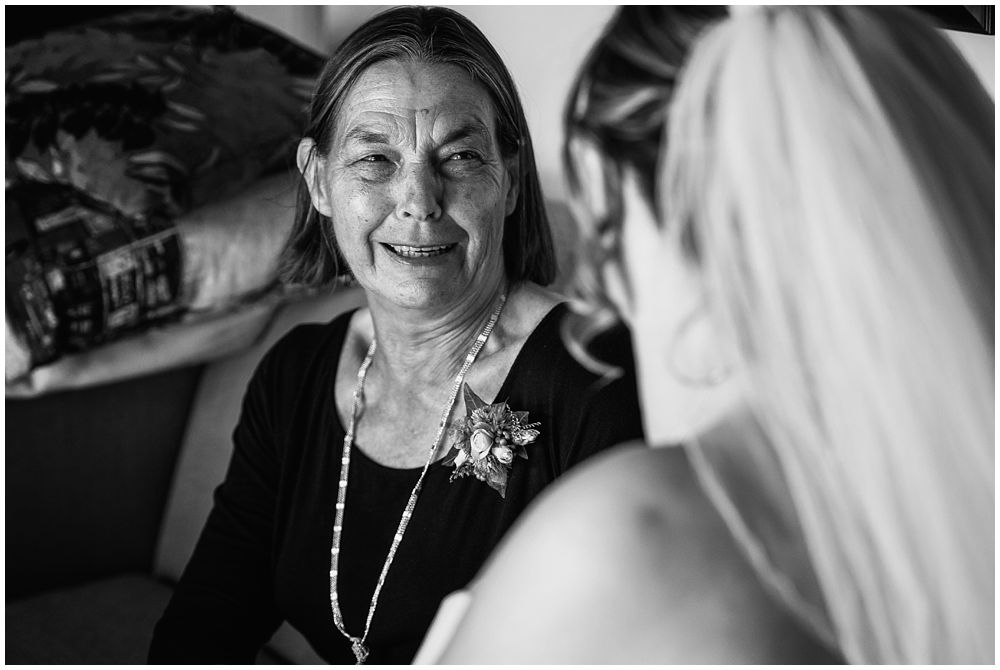 bride with mum