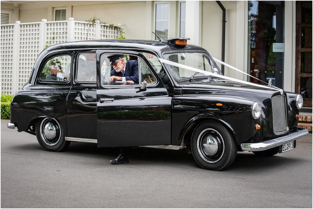London Cab parked outside the Links Wedding Venue