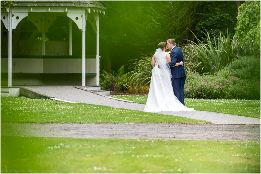 bride and groom in a park close to the Links